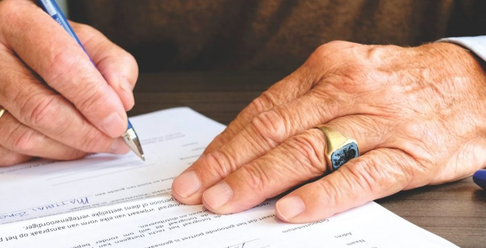 Can non-residents open a bank account in UAE